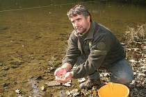 Raci našli domov v rybníce v Bělé