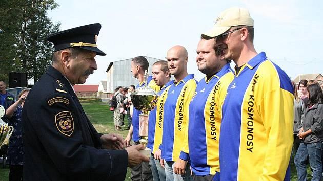 Konec Mladoboleslavského poháru v požárním sportu v Dlouhé Lhotě.