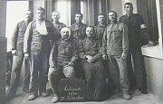PACIENTI válečného lazaretu v roce 1914.