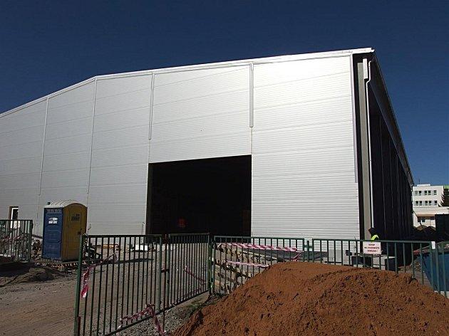 Nová sportovní hala roste vedle 5. základní školy