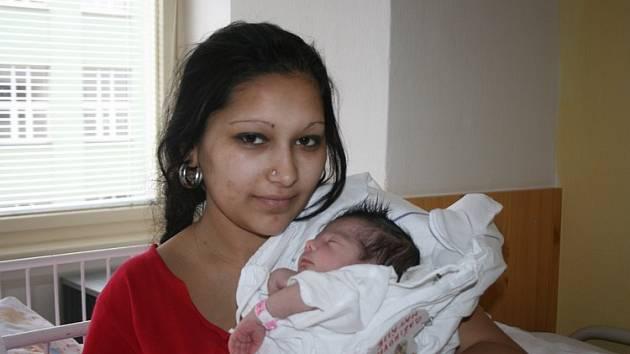 Nikola Bažiková a Koloman Gore z Kláštera Hradiště nad Jizerou jsou od 30. března šťastnými rodiči malé Natálky. Ta po porodu měřila 48 centimetrů a vážila 2,62 kilogramu.
