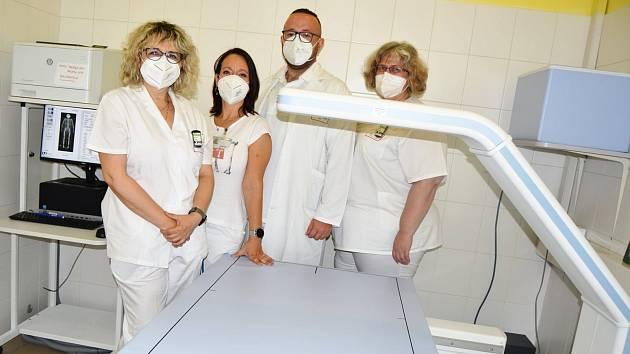 Přístroj pro vyšetření kostí, celotělový denzitometr Hozizon W, v Klaudiánově nemocnici v Mladé Boleslavi.