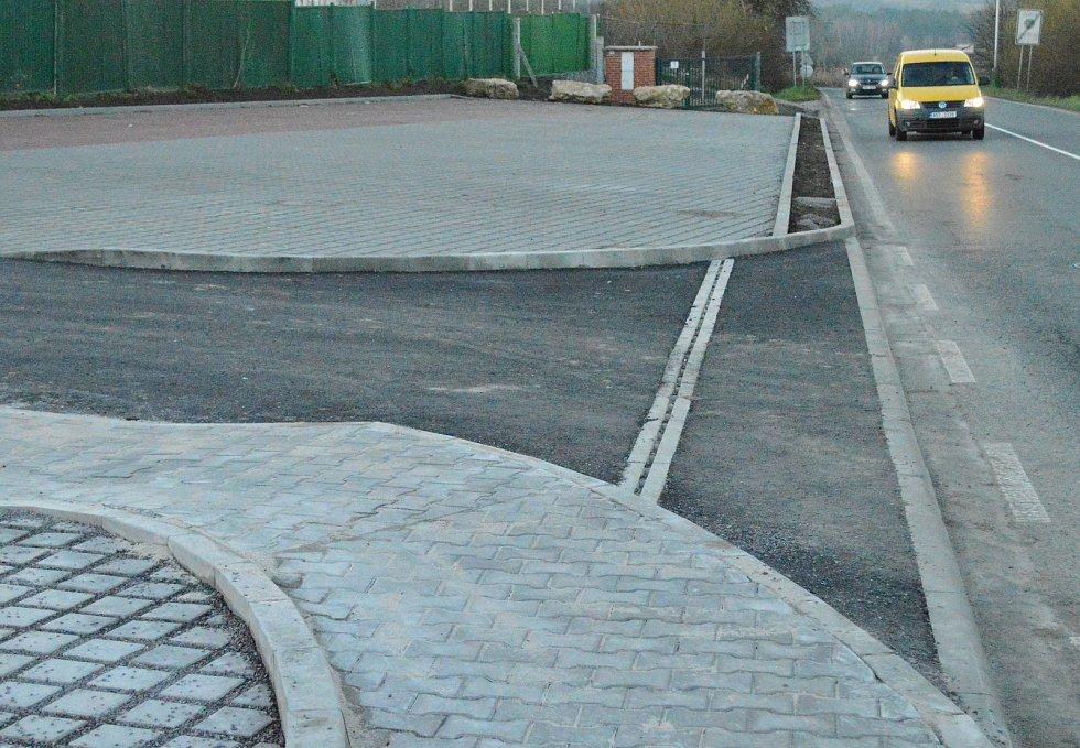 Nové parkoviště přinese nejen pohodlnější a bezpečnější parkování, ale i samotné vyjíždění z parkoviště, neboť to nově bude možné jen jedním místem.