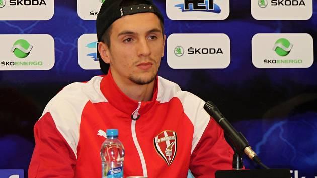 Předzápasová tisková konference Skënderbeu Korçë.
