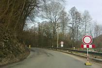 Skalní masiv omezil provoz mezi Mohelnici nad Jizerou a Podhorou