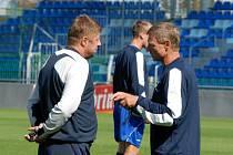Trenéři Petr Čuhel (vlevo) a Zdeněk Ščasný přemýšlejí o optimální sestavě pro jaro.