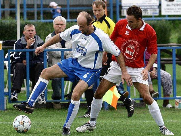 David Miškovský (vpravo) se stal fotbalistou Dobrovice roku 2008.