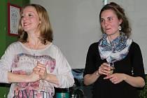 Zakladatelka lesní školky Jana Krumpholcová a Veronika Kaločová, učitelka z první české lesní školky, na MB Café.