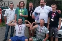 Horní řada zleva: Mirek Roháček, Patrik Kverek, Milan Hyršál, František Živný, Lukáš Fišer. Dolní řada zleva: Ruda Stezka, Fredy Kovář