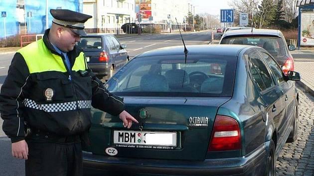 Majitele aut dali zlodějům pořádnou šanci.
