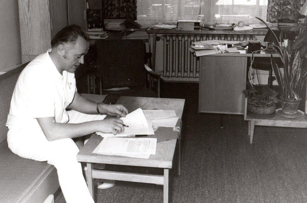 Erich Novák na dětském oddělení nemocnice v Mladé Boleslavi.