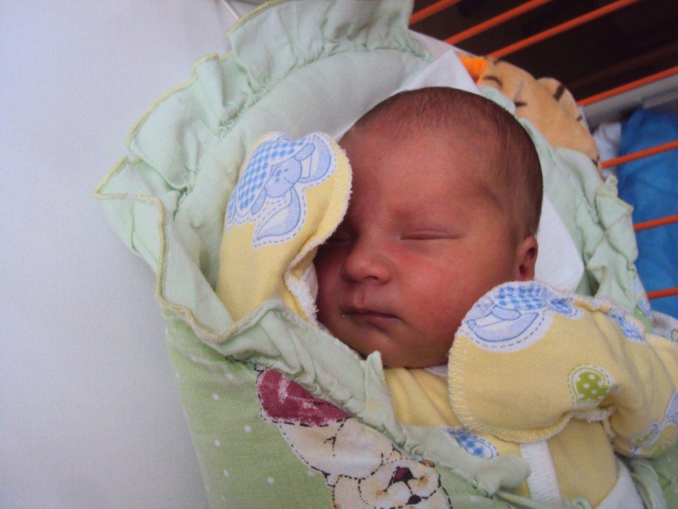 ANTONÍN Severa se narodil 19. prosince mamince Zorjaně a tatínkovi Dominikovi z Prahy, vážil 3,27 kg a měřil 50 cm. Doma ho čeká bráška Standík.