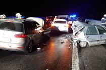Na D10 došlo k hromadné nehodě.