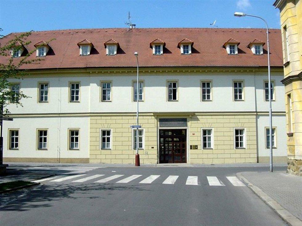 Boleslavské očkovací centrum opustilo sál Domu kultury a nyní sídlí v bývalých Žižkových kasárnách v domě s pečovatelskou službou v Havlíčkově ulici.