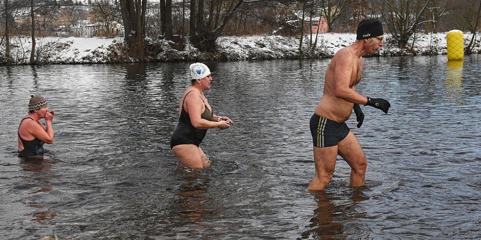 Otužilecké plavání v Jizeře.