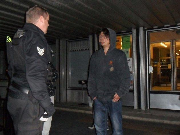 Opilec narušil druhé kolo voleb v Mladé Boleslavi.