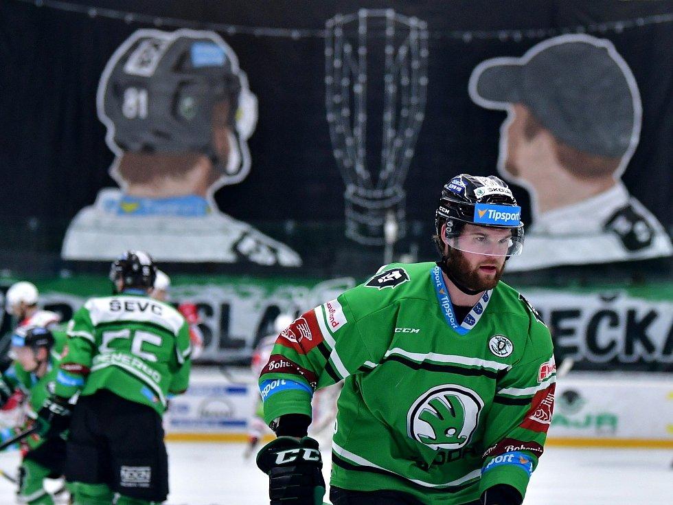 Hokejisté Mladé Boleslavi (v zeleném) přivítali v prvním utkání čtvrtfinálové série Dynamo Pardubice.