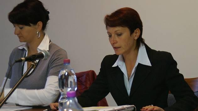 Zasedání zastupitelstva města Bakova nad Jizerou (uprostřed starostka Jana Štěpánová).