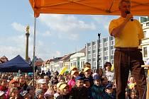 Michal Nesvadba bavil děti na Staroměstském náměstí v Mladé Boleslavi.