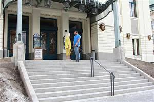 Opravy divadla vrcholí