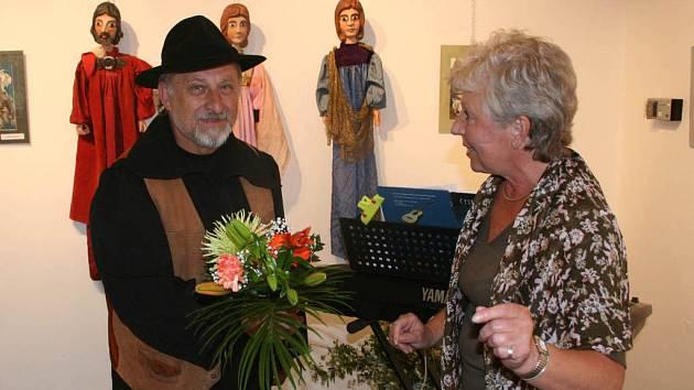 František Pešán na nedávné vernisáži v Bělé