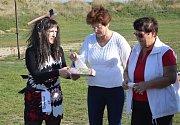 Pobavit a zároveň naplnit žaludek poroty chutným gulášem museli o víkendu soutěžící v Katusicích.