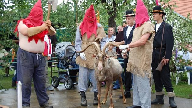 Telibský kozel byl právě symbolicky popraven katem.