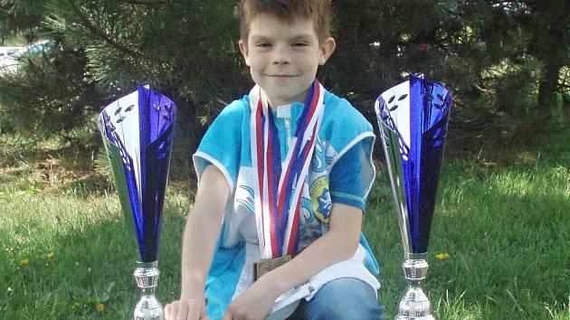 Tomáš Červinka (úřadující mistr ČR) vybojoval dva obrovské poháry na mezinárodní Grand Prix v Hradci Králové