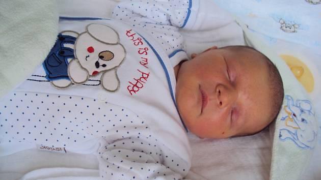 MATYÁŠ Kyselka se narodil rodičům Veronice a Tomášovi 20. prosince. Vážil 3,51 kg a měřil 50 cm.