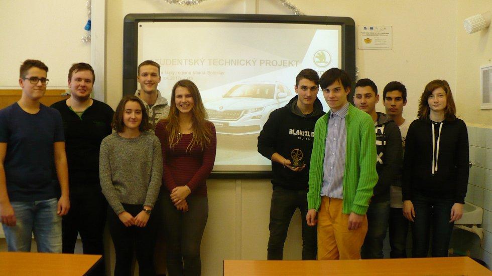 Čtyři školy. Jeden projekt. Šestnáct studentů třetích a čtvrtých ročníků a Stirlingův motor jako doklad spolupráce.