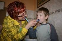 Bakovští prvňáčci mají jednou týdně dvouhodinovku se zubařkou a dentální hygienistkou.