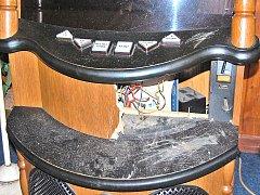 Vybraný jukebox po řádění zlodějů. Ilustrační foto