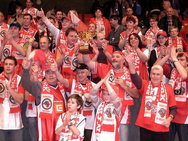 Že se dá fandit slušně, o tom přesvědčili příznivci Nymburka ve finále Českého poháru v basketbalu mužů.
