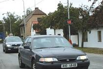 Nový radar si v benáteckých ulicích posvítí na neukázněné řidiče.