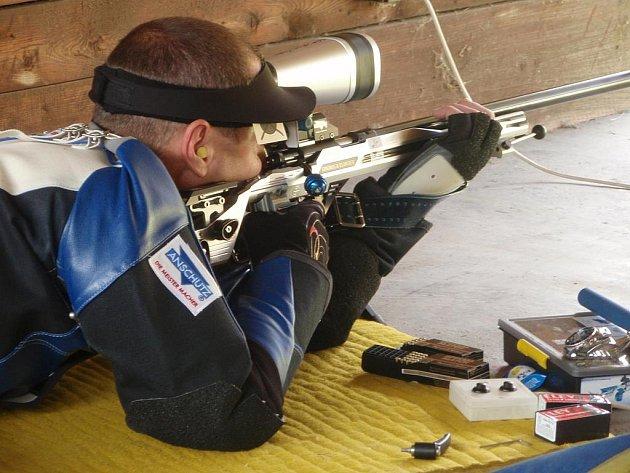 Boleslavský střelec Jan Videcký si na soutěži ve Dvoře Králové vystřílel bronz.