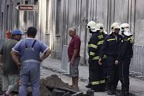 Při výkopu v Ptácké ulici došlo k poškození přívodu plynu