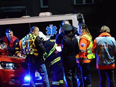 Umělá krev a skutečný kouř. Jedno i druhé bylo v noci na středu k vidění v obci Dobrovice na Mladoboleslavsku, kde se 280 lidí zúčastnilo prověřovacího cvičení složek integrovaného záchranného systému nazvaného Amok 2017.