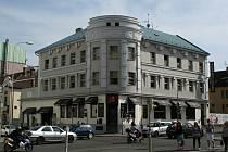 Obchodní dům vyroste za historickou budovou hotelu Bičík