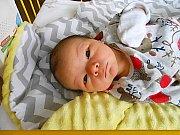 Adam Karásek se narodil 16. prosince, vážil 3,71 kg a měřil 50 cm. Maminka Kristýna a tatínek Milan si ho odvezou domů do Chotětova.