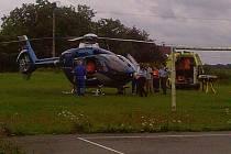 V Březovicích musel přistát vrtulník, který následně zraněného muže transportoval do nemocnice.