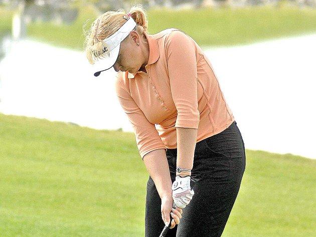 Kateřina Elznicová splnila v klubovém mistrovství ve hře na rány roli favoritky a bezpečně zvítězila.