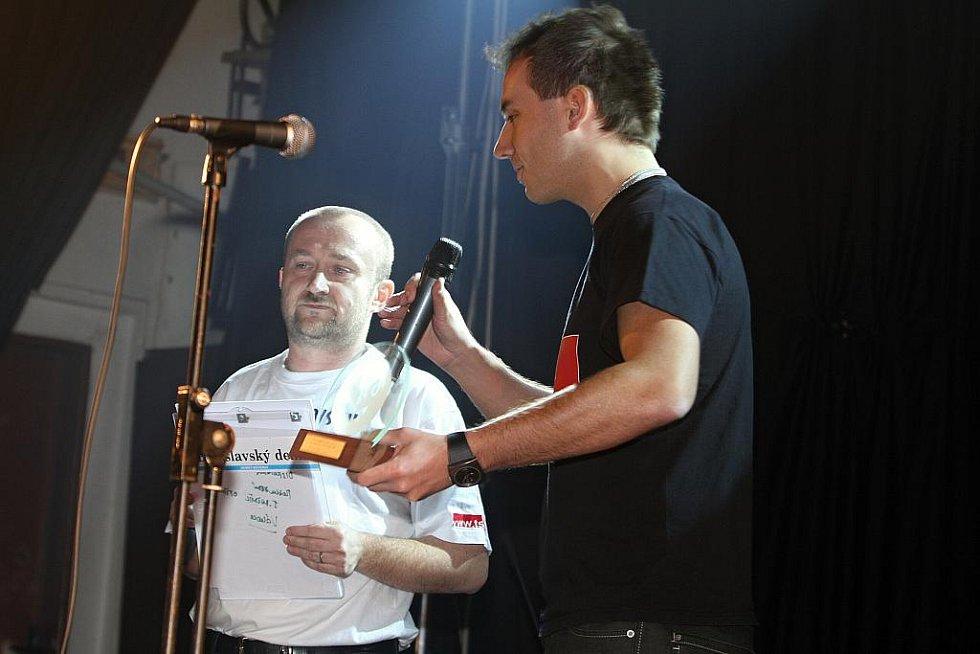 Filip Šubr převzal ocenění za počin roku - hymnu basket týmu Slovanka.