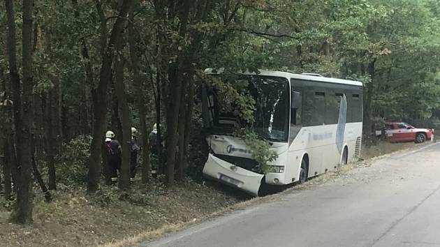 Nehoda autobusu u Skorkova.
