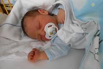 FILIP Bobek se narodil 18. prosince, vážil 3,42 kilogramů a měřil rovných 50 centimetrů. S maminkou Lucií a tatínkem Janem bude doma v Mladé Boleslavi, kde se již na něho těší sestřička Julie.