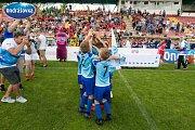 Finále Ondrášovka Cupu pro devítileté v Příbrami ovládla Mladá Boleslav (v modrém).
