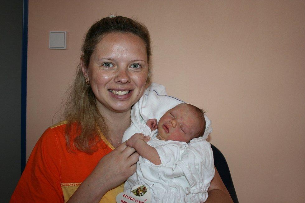 V neděli 24. května s váhou 3,6 kg a délkou 51 cm přišla na svět Anna – Maria Hudcová. Rodiči jsou Michaela a Jan z Dobrovice.