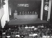Zasedání k 70. výročí VŘSR v městském divadle v roce 1987.