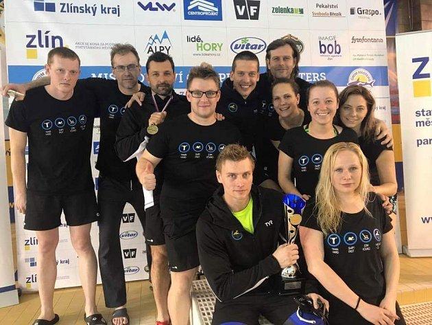 Výprava mladoboleslavským plavců na mistrovství republiky kategorie Masters.