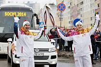 Michael Oeljeklaus, člen představenstva Škoda Auto, předal olympijský oheň Miroslavu Kroupovi, řediteli společnosti pro oblast Ruska a SNS. V ulicích Nižního Novgorodu panovala ve středu euforie.