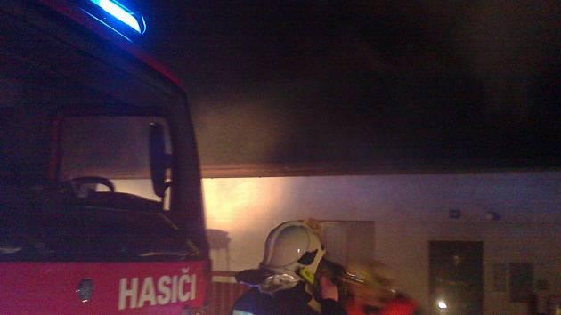 Požár domu v Chudoplesích u Bakova nad Jizerou